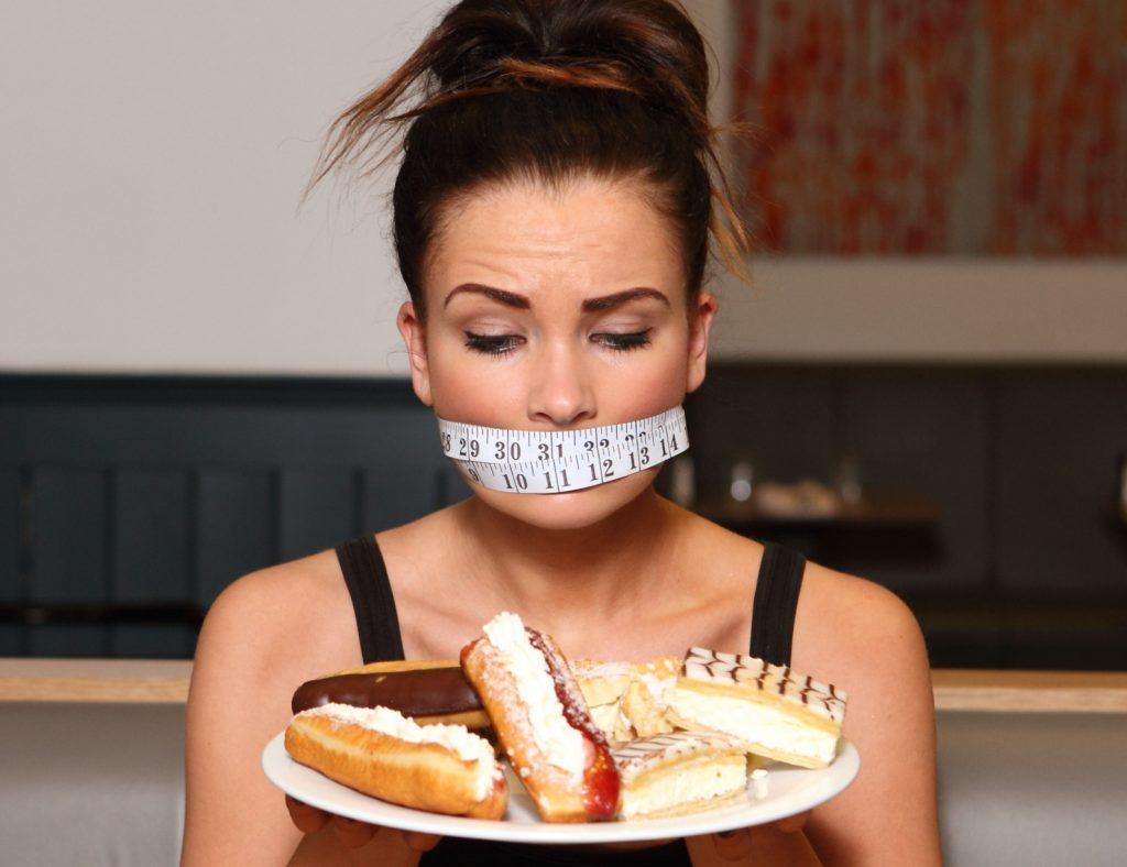 Как перестать много есть: почему вы начинаете есть очень много и как справиться с перееданием