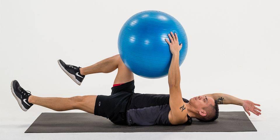 Эффективные упражнения с фитболом (гимнастическим мячом) для красоты и здоровья