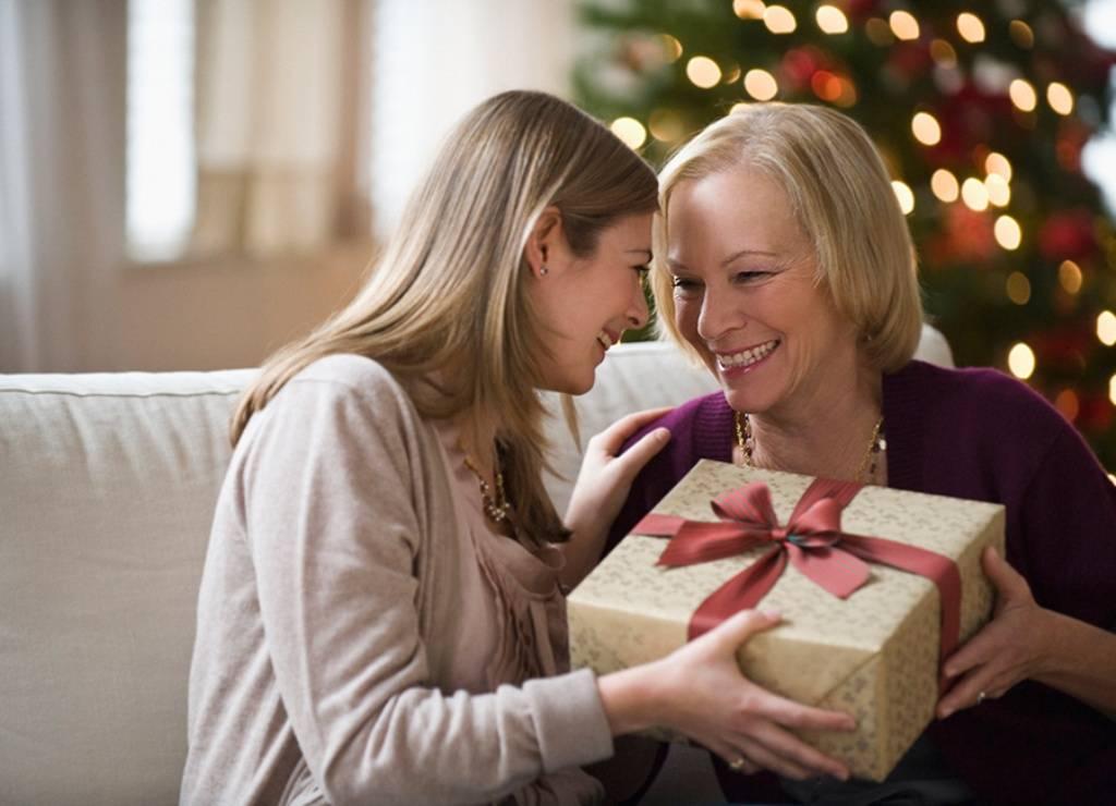 Что подарить маме на новый год 2020? список из 480 идей, вариантов интересных, оригинальных подарков