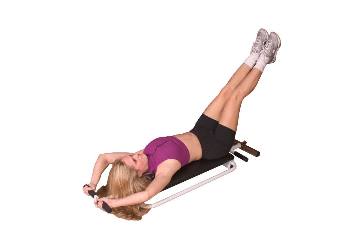 Подъем ног на скамье лежа: техника выполнения, ошибки