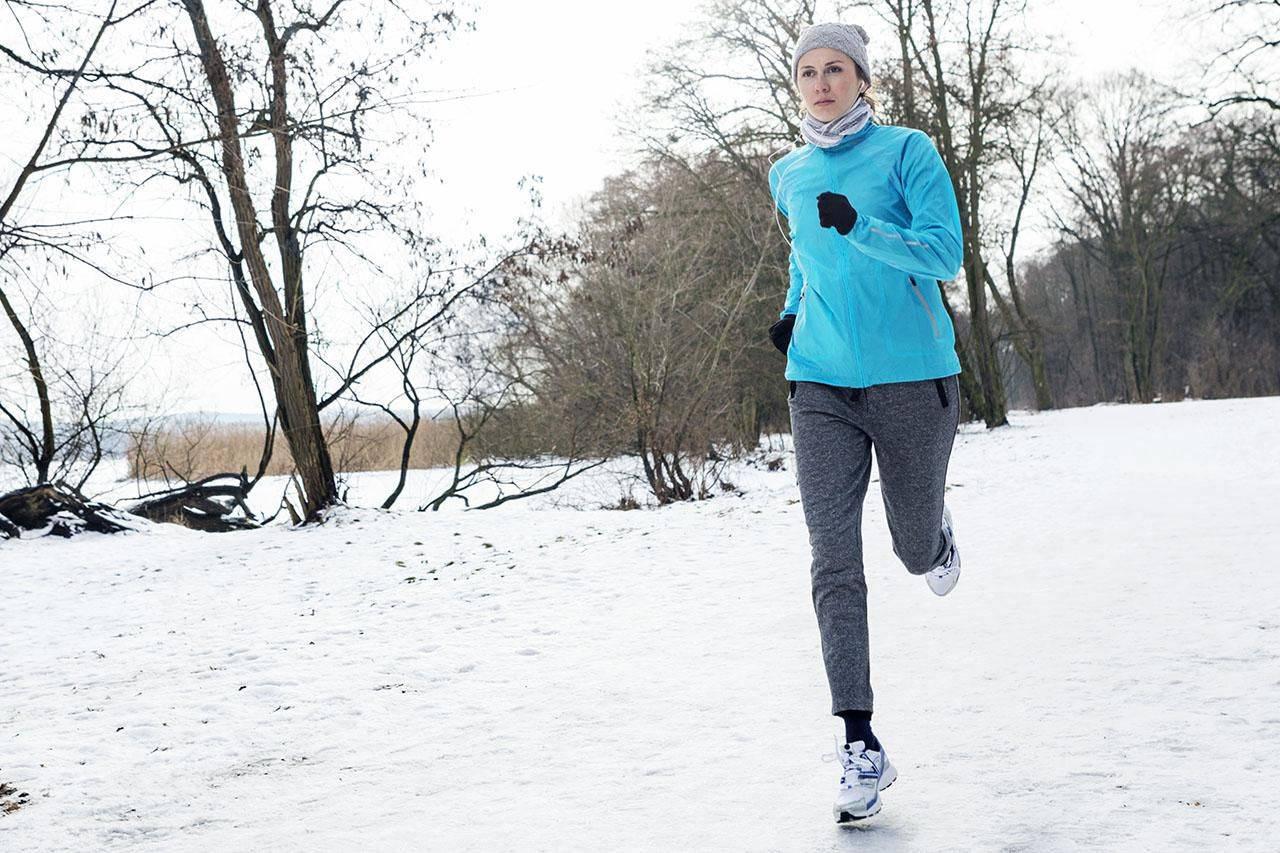 Как и в чем бегать зимой: кроссовки и экипировка