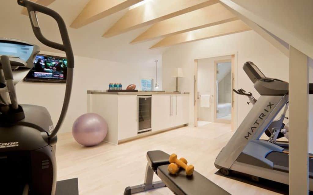 Как правильно оборудовать спортзал в домашних условиях своими руками: обустройство и инвентарь