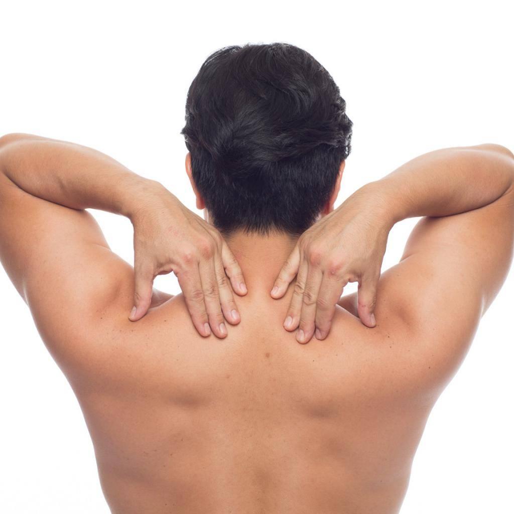 Почему болит позвоночник между лопатками и как лечить спину?