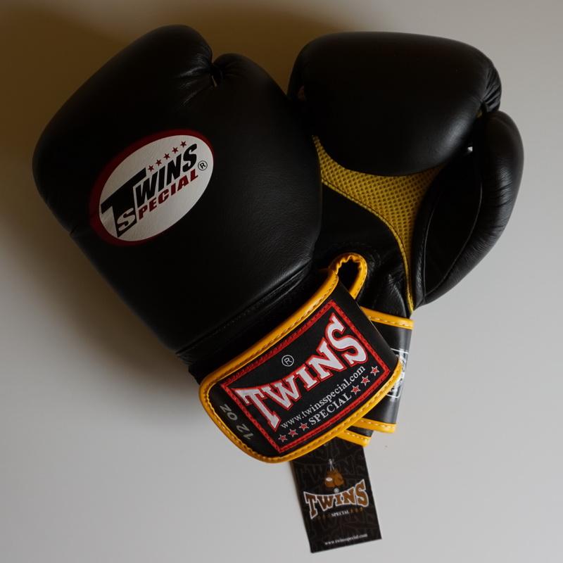 Как выбрать боксерские перчатки: назначение, размер и вес, тип фиксации, материал и наполнитель, рекомендации специалистов