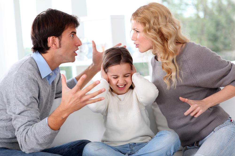 Жить с родителями не могу. когда не стоит жить с родителями.