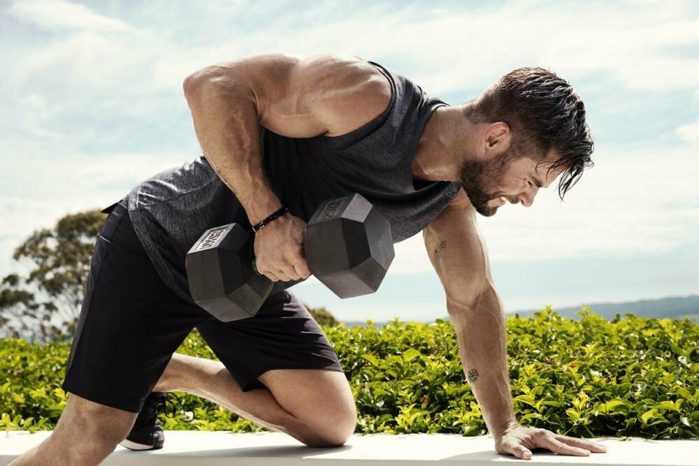 Крис хемсворт: тренировки и диета для роли тора
