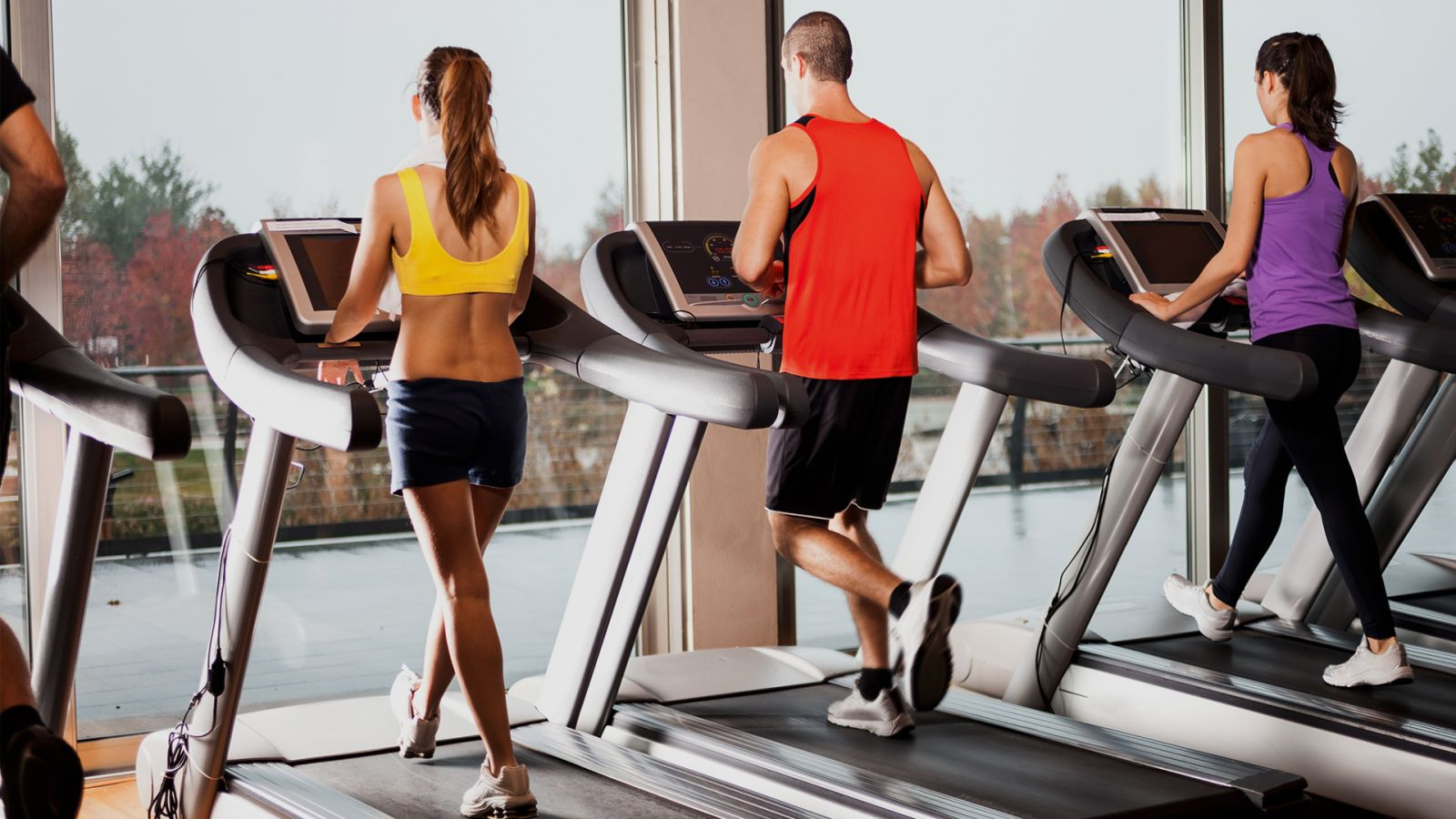 Как правильно бегать на беговой дорожке и сколько нужно заниматься?
