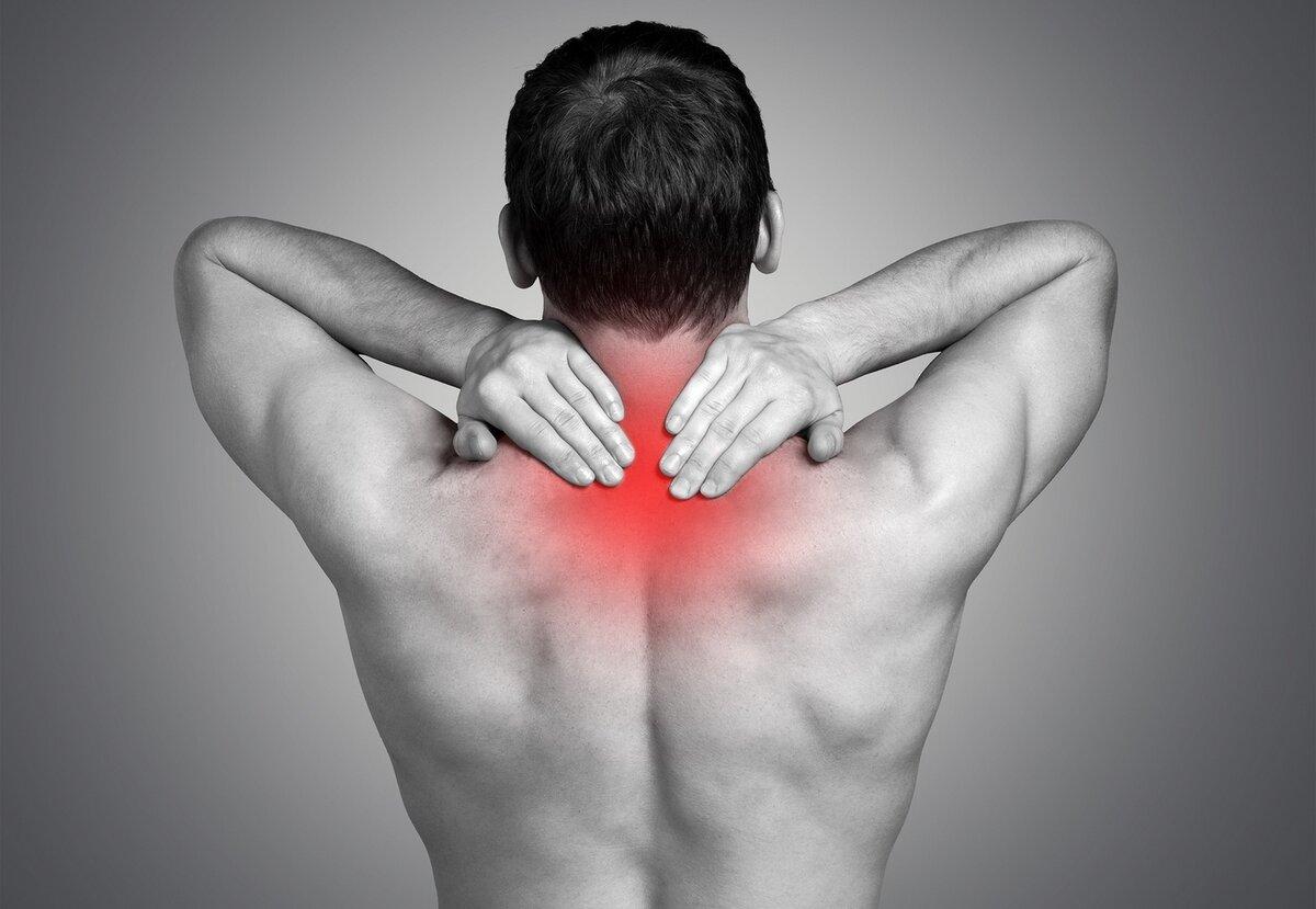 Боль под левой лопаткой сзади со спины: симптомы, лечение