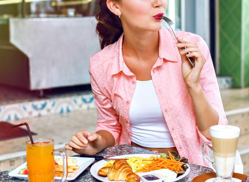 Нужно ли нам завтракать по утрам