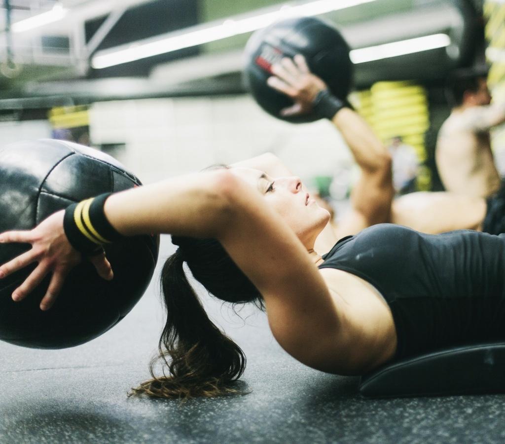Как сформировать красивую мускулатуру: программа силовых тренировок с фитнесом