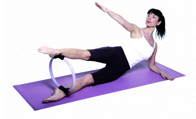 Кольцо для пилатеса: польза, вред + упражнения (фото)