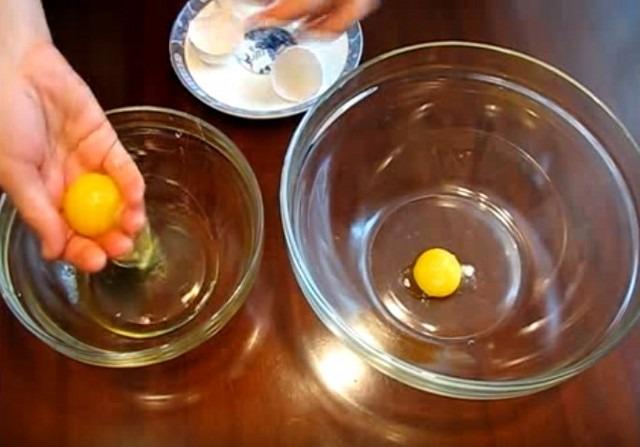Как отделить желток от белка