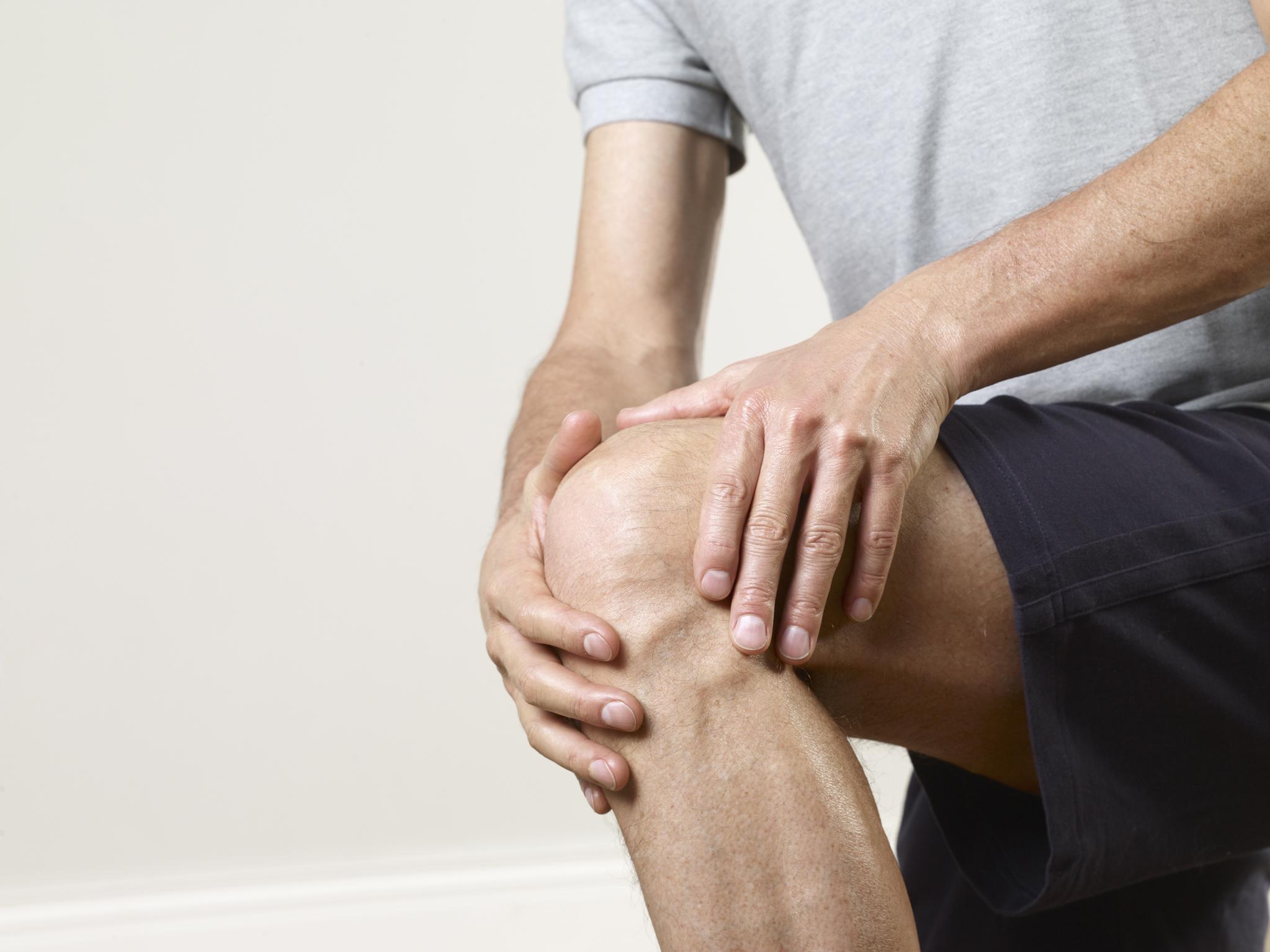 Болят суставы рук и ног: что делать, причины и лечение ноющей боли