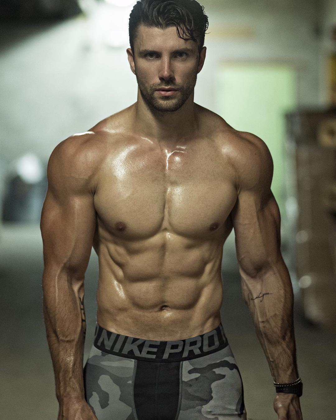 И.с. кон - нагой мужчина в искусстве и в жизни. мускулистая маскулинность. атлетизм или милитаризм?