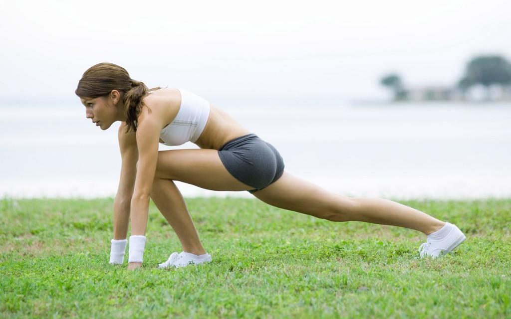 Можно ли заниматься спортом во время месячных? какие должны быть тренировки при месячных?