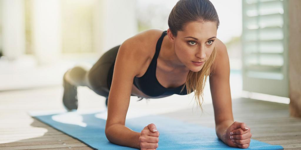 Тренировки в спортзале для девушек: план и разминка, с чего начать?