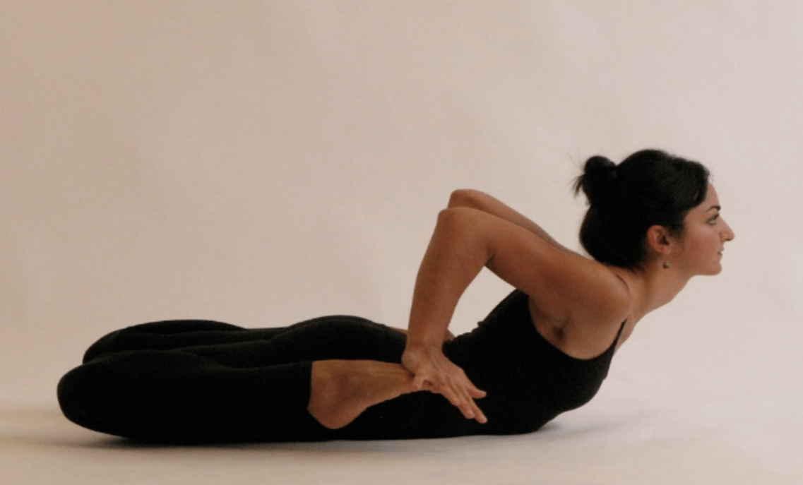 4 вида упражнения «лягушка» для растяжки ног, пресса и ягодиц