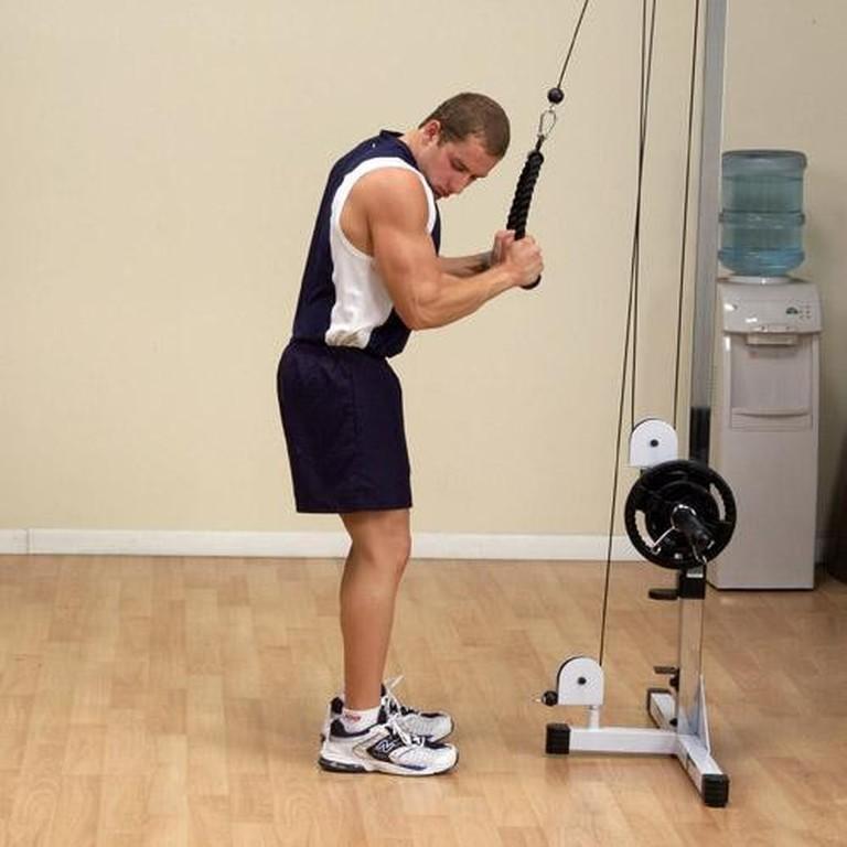 Упражнение «кроссовер»: сведение рук в кроссовере на грудные мышцы стоя или лежа