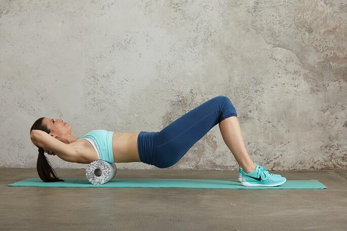 Упражнения с валиком для позвоночника при болях в пояснице