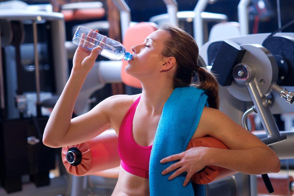Можно ли пить воду после тренировки, правила питья после нагрузок — evehealth