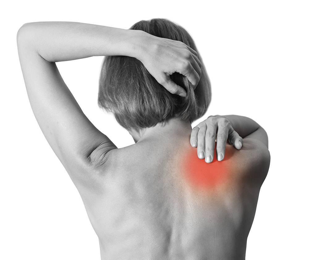 Боль между лопатками: причины, лечение и профилактика