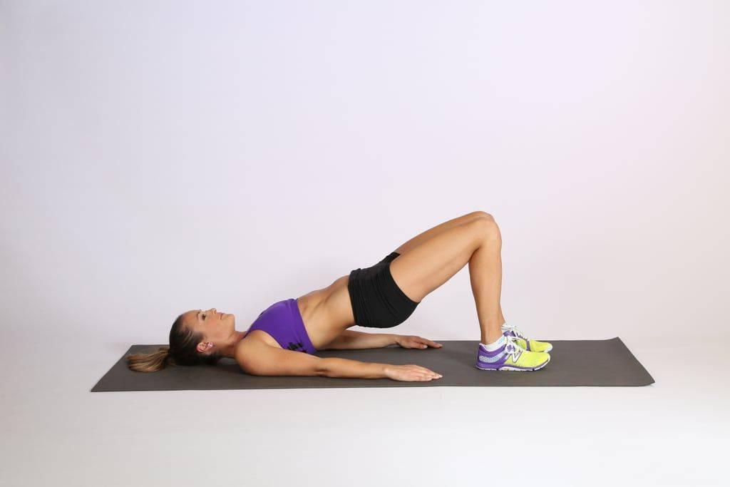 Подъем таза лежа на спине: техника упражнения