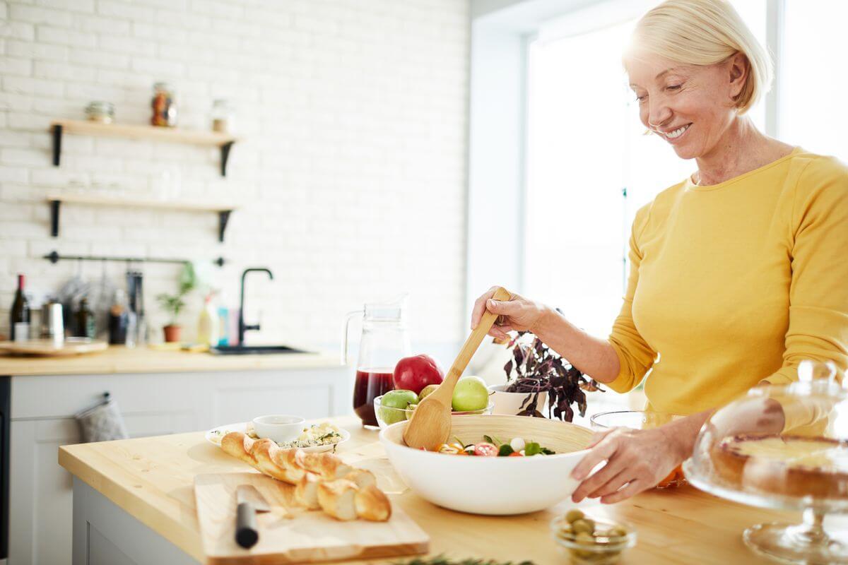 Продукты после 50 лет для мужчин: чем питаться?