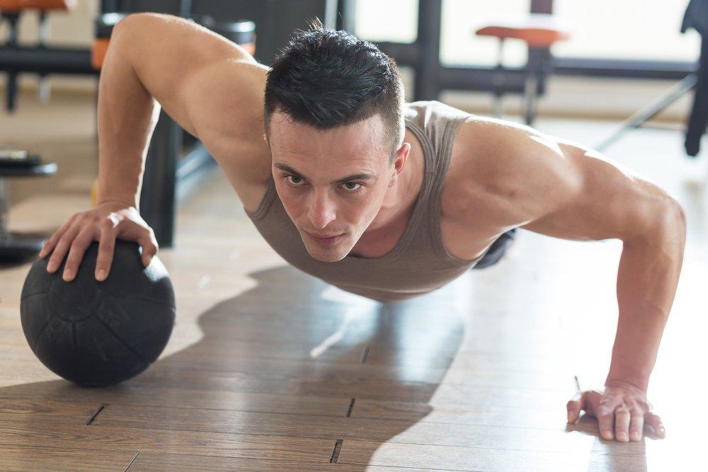 Упражнения с медболом: варианты, техника, советы экспертов