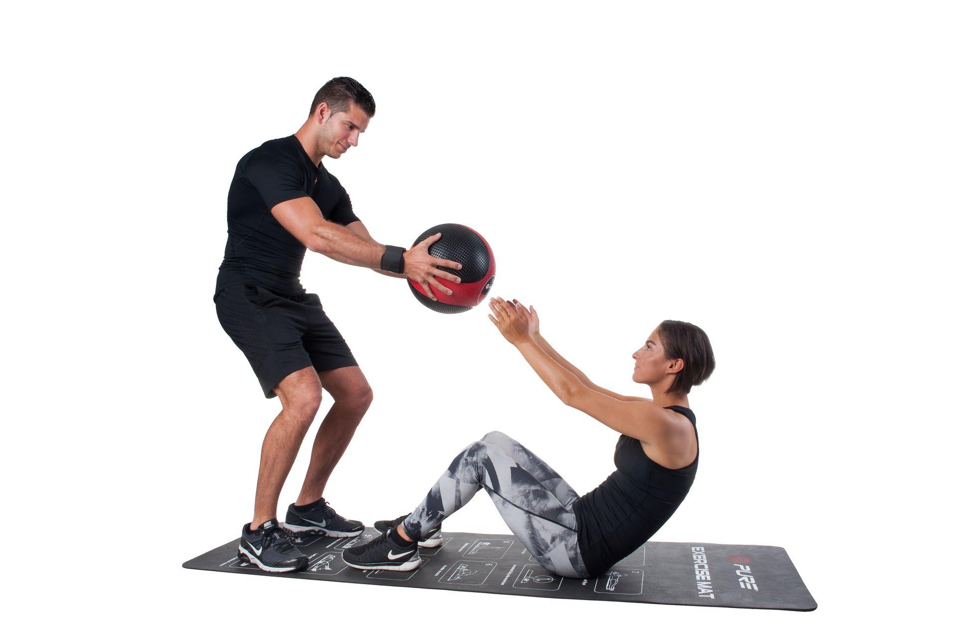 Упражнения с медболом на все группы мышц