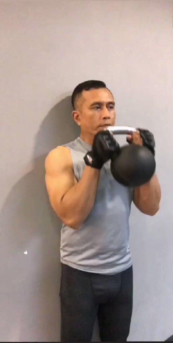 Как накачать плечи гирей 16 кг: мощный комплекс упражнений
