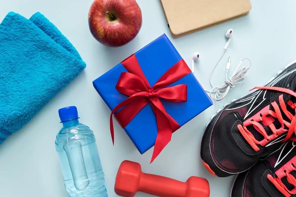 Что подарить качку? новогодний гид по фитнес-подаркам от «советский спорт»