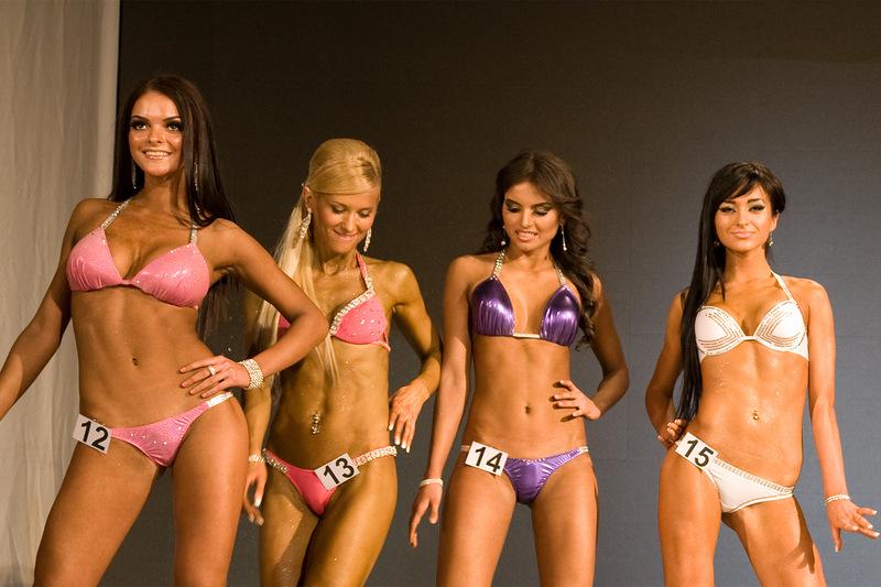 Фитнес-бикини: категории участниц, условия участия в соревнованиях, история возникновения и правила проведения