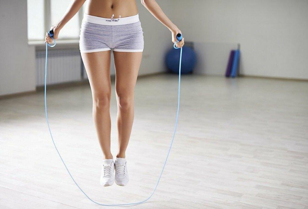 Интенсивная тренировка виит со скакалкой на жиросжигание на 12 минут в день