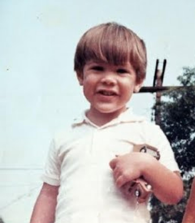 Как выглядел киану ривз в молодости и детстве: фото юного ривза