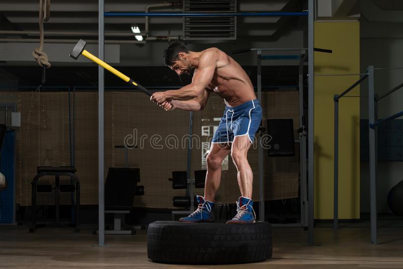 Упражнения с кувалдой и покрышкой. развиваем силу удара. | ocr - info