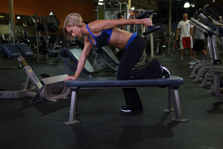 5 упражнений на трицепс с гантелями в домашних условиях | bestbodyblog.com