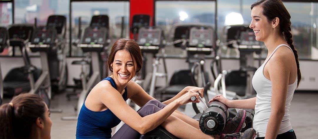 С чего начать тренировки в тренажерном зале девушке?