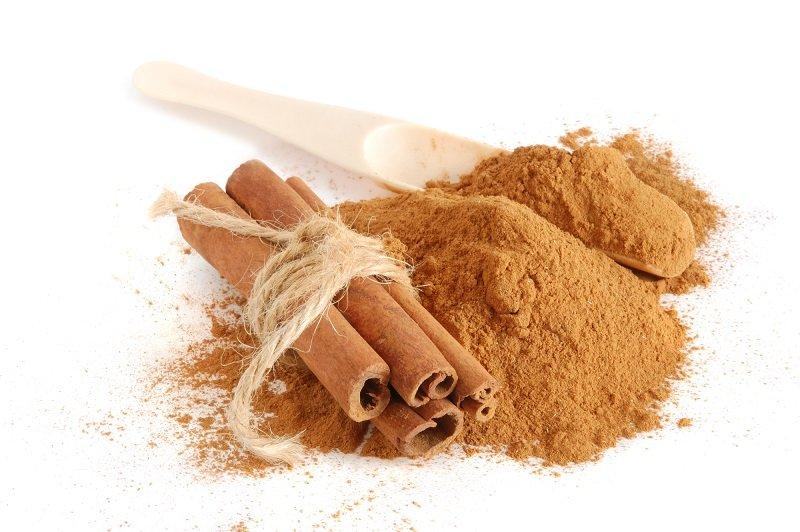 Корица: полезные свойства и противопоказания, применение (после 50 лет, при сахарном диабете), как растет настоящая приправа, виды палочек (кассия, цейлонская)