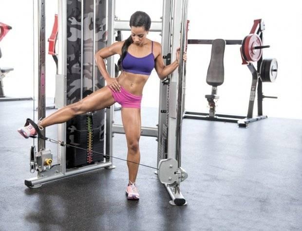 Отведение ноги в кроссовере: техника выполнения для ягодиц девушкам