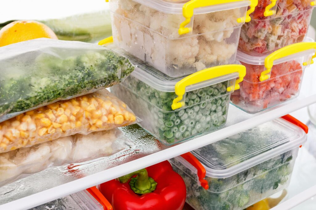 Как правильно замораживать и хранить различные продукты в морозилке