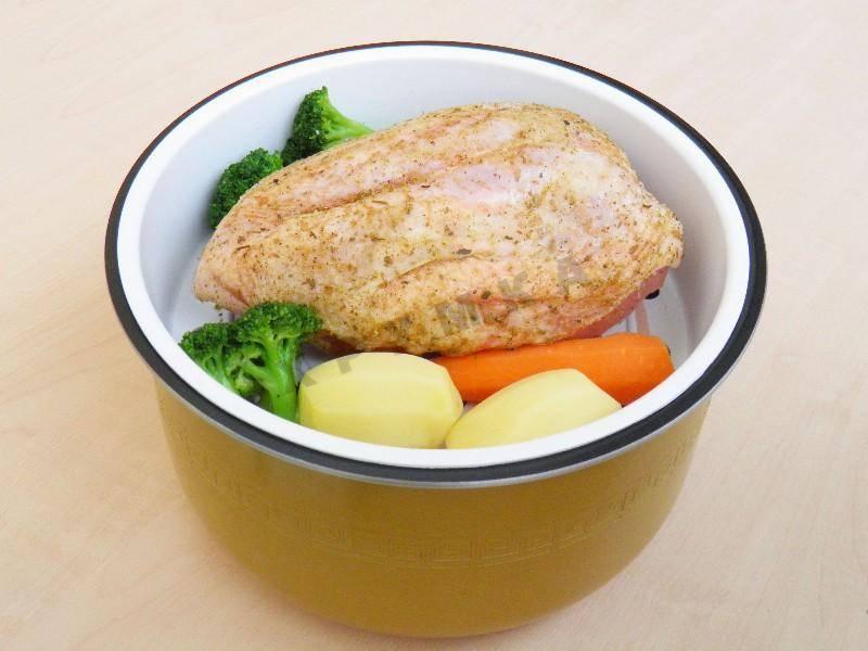 Куриная грудка в мультиварке: легкие рецепты с фото пошагово
