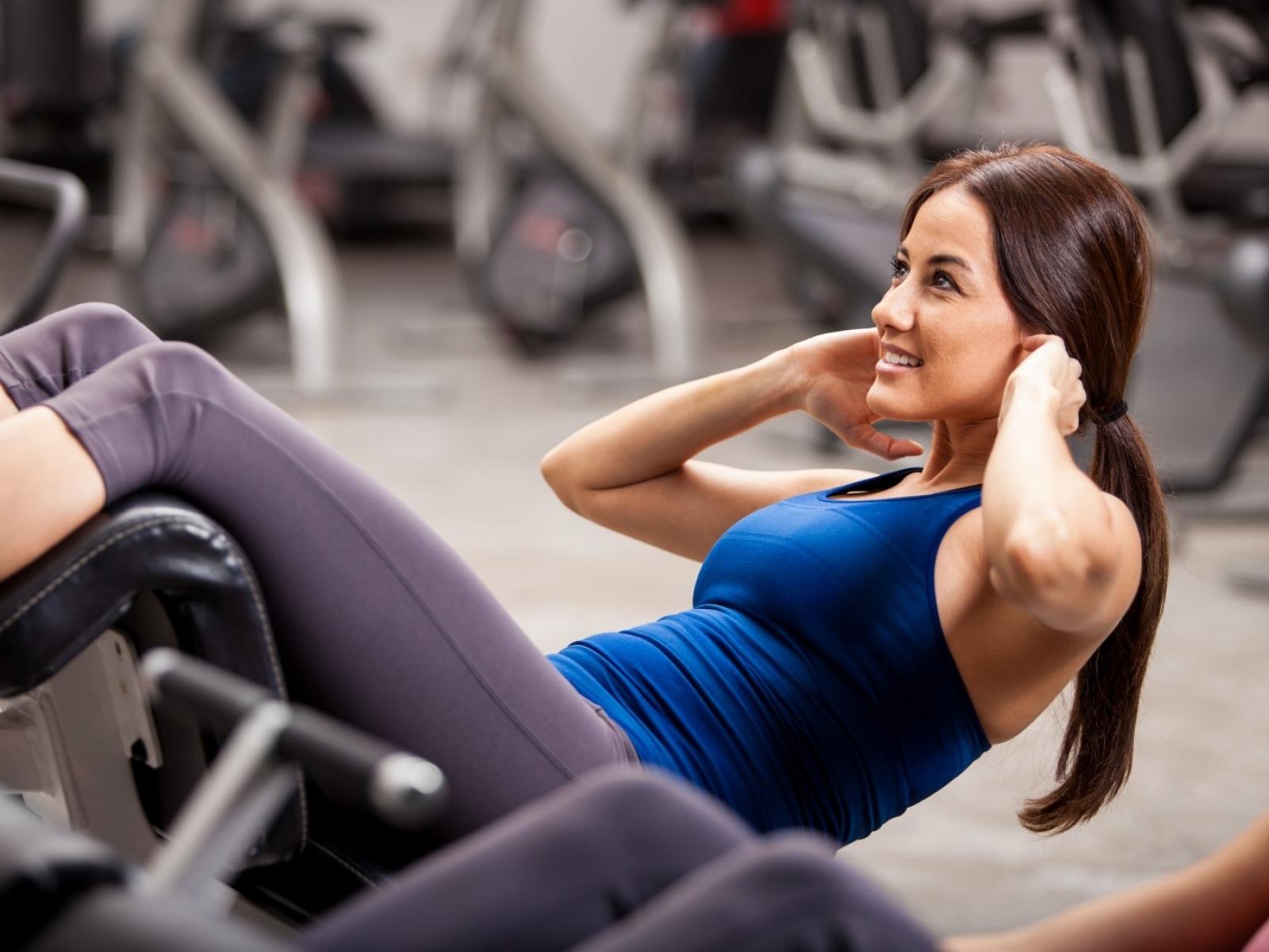Программа тренировок на силу мышц в зале и в домашних условиях