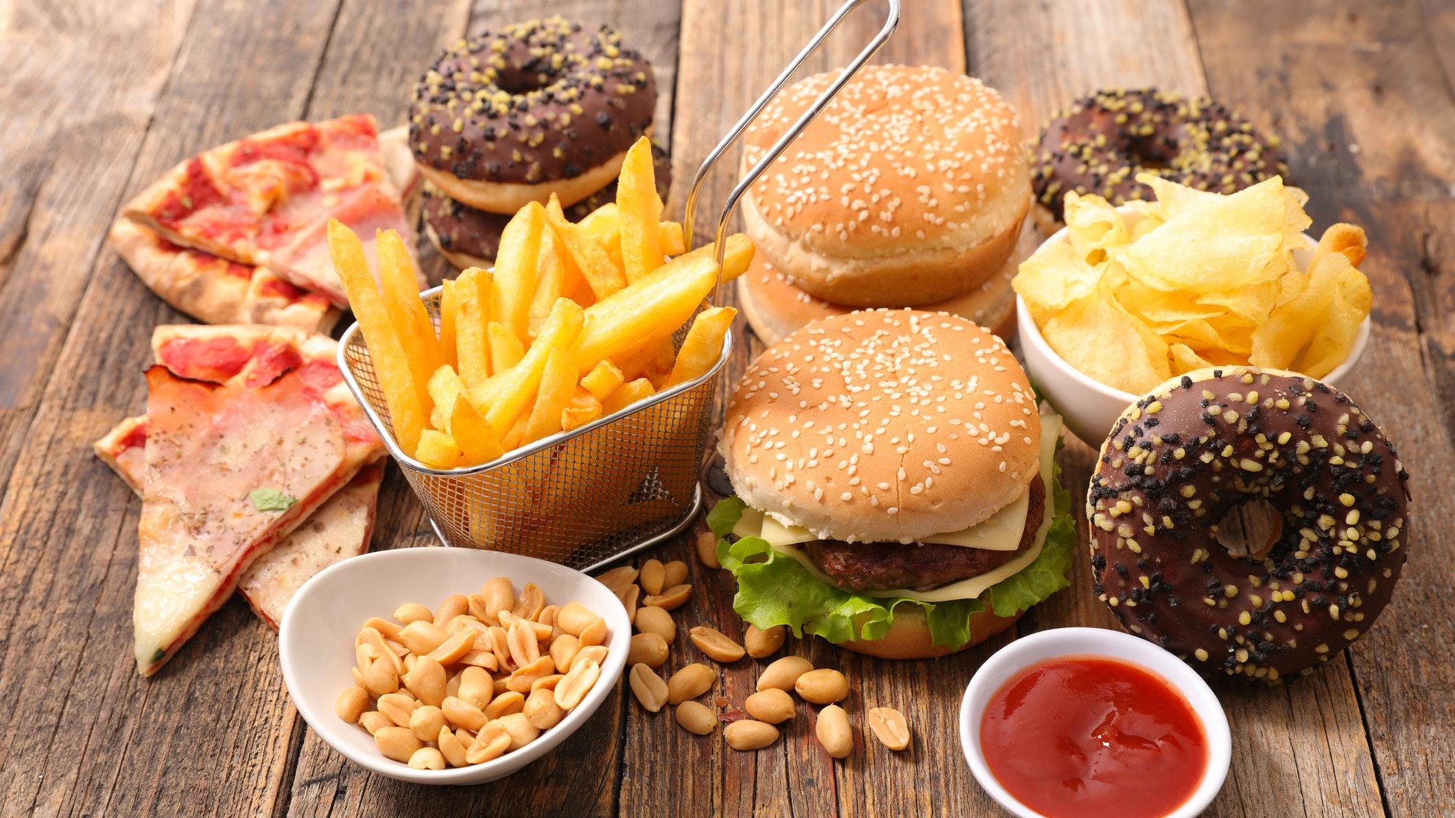 Почему самая вредная еда очень полезна