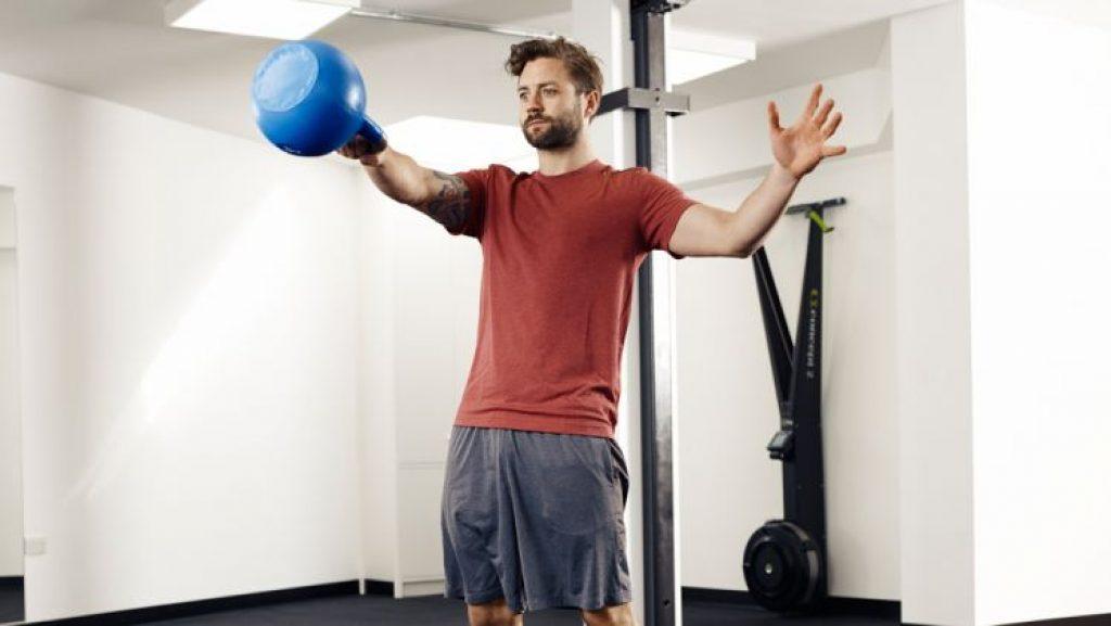 Лучшие упражнения с гирей на все группы мышц в домашних условиях