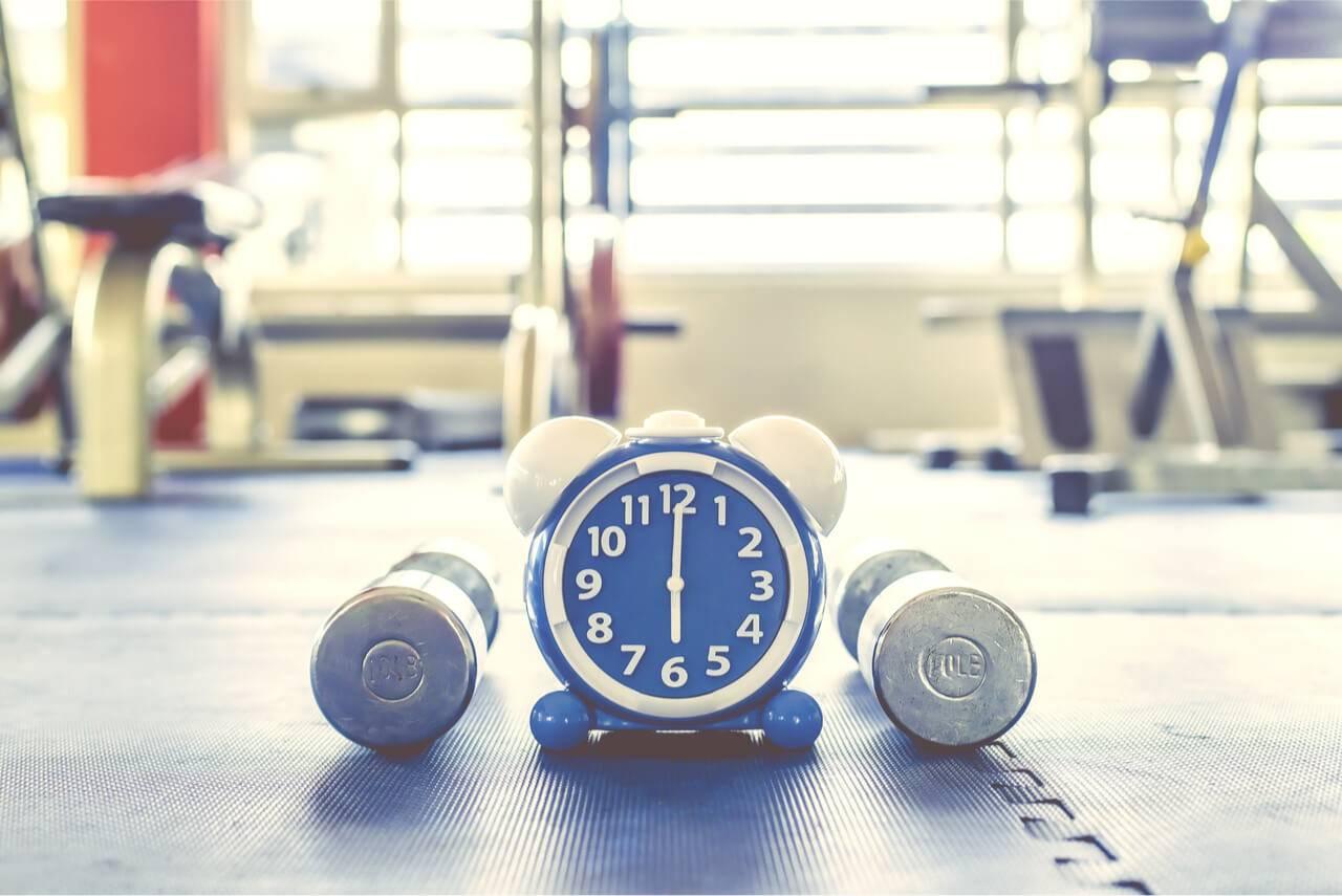 Можно ли заниматься спортом перед сном - за и против