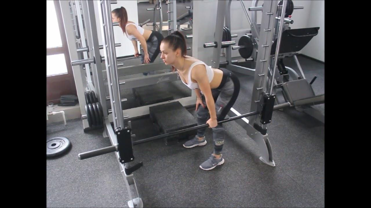Мертвая или румынская тяга со штангой и в смите: техника выполнения на прямых ногах