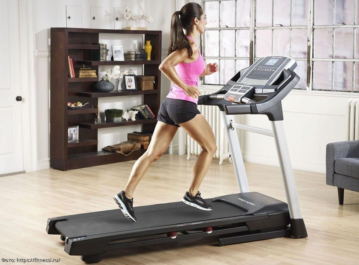 Занятия на беговой дорожке для начинающих: программа тренировок или как начать бегать правильно